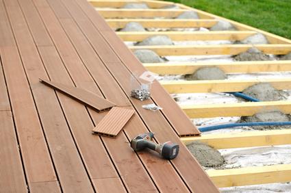 Terrasse aus holz gestalten gemutlichen ausenbereich  Die Terrasse gestalten: Tipps und Tricks