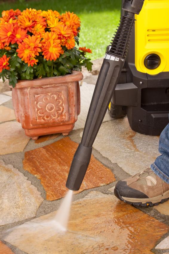 Häufig Terrassen richtig reinigen – Hier erfahren Sie wie es geht GM97
