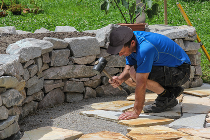 Verlegen von Natursteinplatten