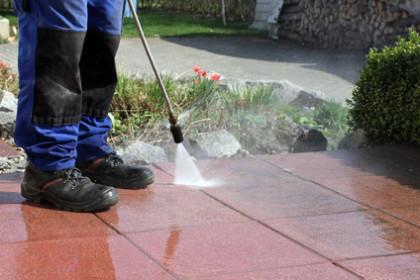 Terrassen richtig reinigen – Hier erfahren Sie wie es geht