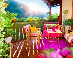 farbefroher Balkon mit Sichtschutz