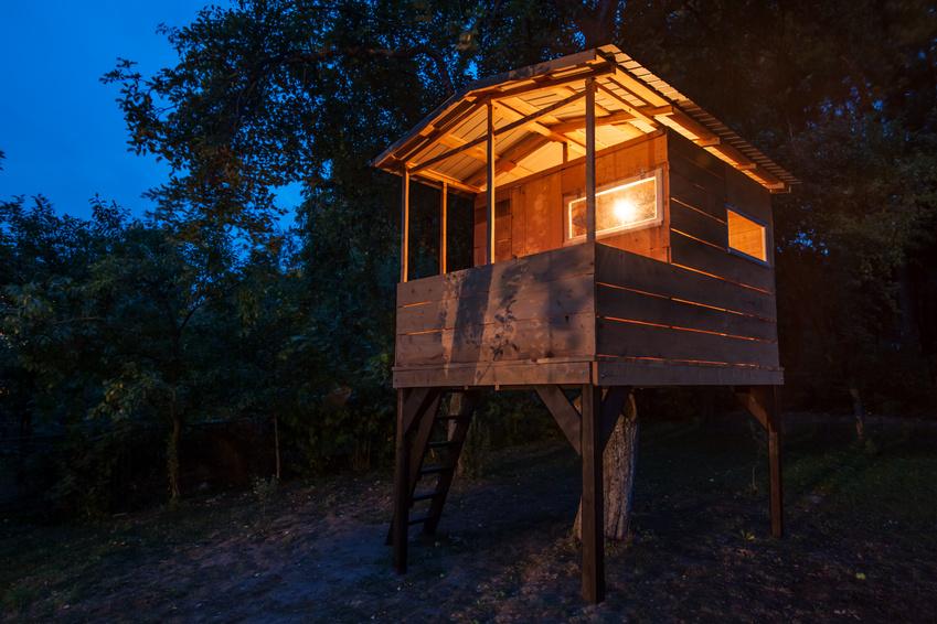 ein baumhaus bauen ein traum f r kinder und erwachsene. Black Bedroom Furniture Sets. Home Design Ideas