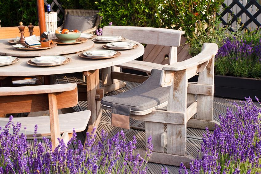 ein outdoor esszimmer einrichten leicht gemacht. Black Bedroom Furniture Sets. Home Design Ideas