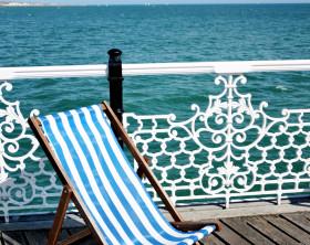 Deckchair mit weiß-blauen Blockstreifen
