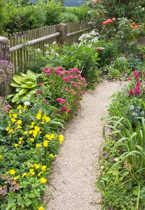 Der Gartenweg Nutzflache Und Gestaltungselement