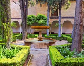 Garten mit orientalischem Brunnen