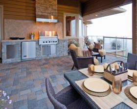 Outdoor-Küche auf einer Terrasse