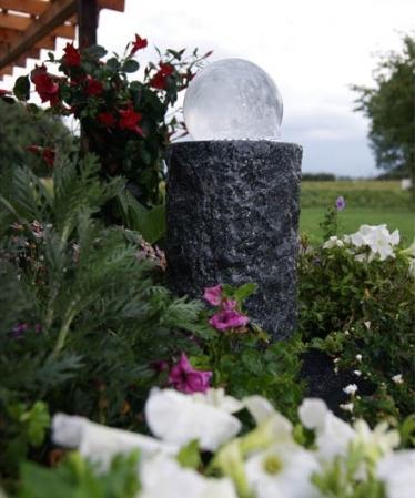 Granitbrunnen zeitlos sch n einfach nat rlich for Granitstein arbeitsplatten