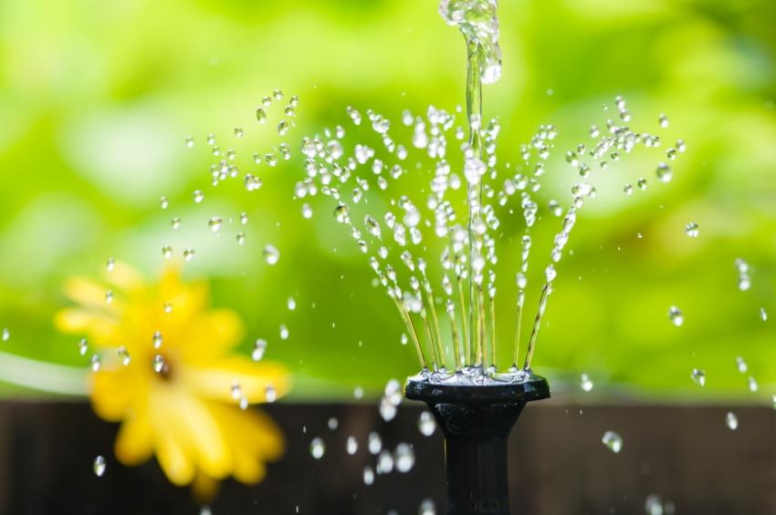 der solarbrunnen wenn das wasser durch sonnenkraft flie t. Black Bedroom Furniture Sets. Home Design Ideas