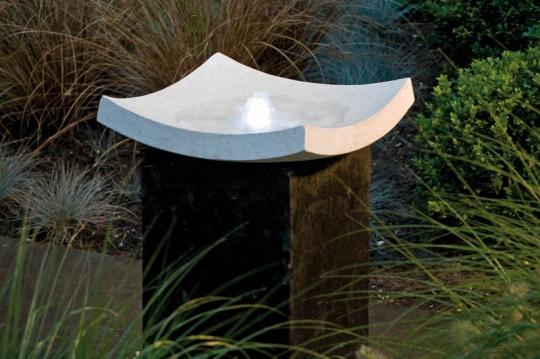 steinbrunnen f r balkon terrasse und garten. Black Bedroom Furniture Sets. Home Design Ideas