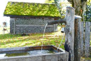 Romantische Holzbrunnen Für Den Heimischen Garten