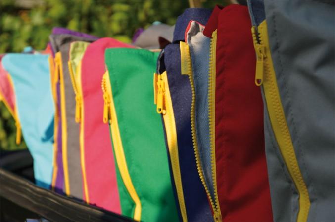 Kissentasche Von JAn Kurtz In Vielen Knalligen Farben