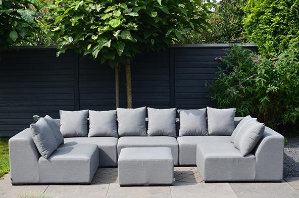 Graue Sunbrella Lounge im Garten