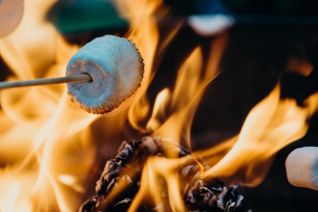 Feuerstelle selber bauen und Marshmallow brutzeln